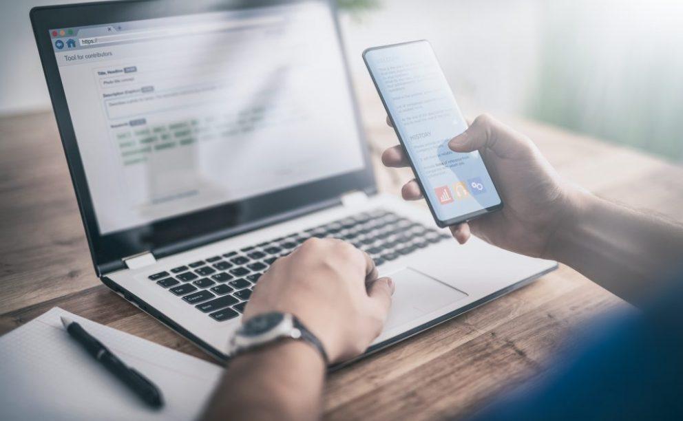 Man comparing mobile and desktop Google SERPs
