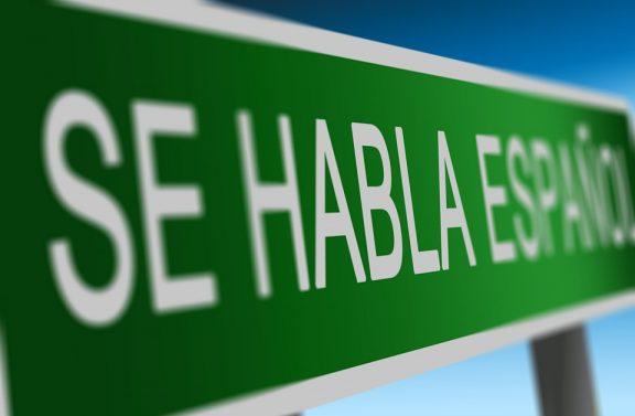 se habla español road sign